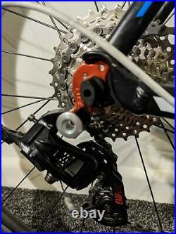 Cube Peloton Matt Black Blue and White 56 Frame with AXIS 2.0 Wheels
